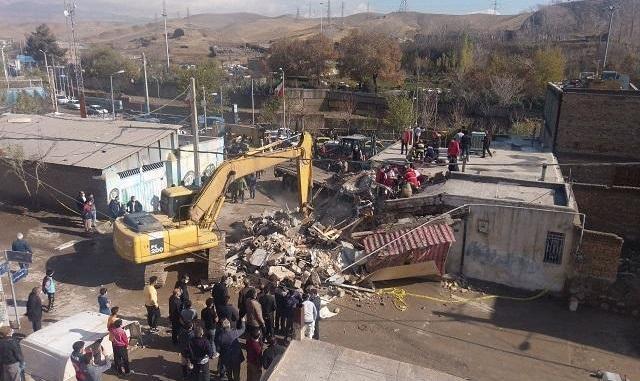 برخورد یک کامیون با منزل مسکونی در پردیس تهران +عکس