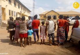 (عکس) نجات ۱۰ نفر از کارخانه تولید نوزاد در نیجریه