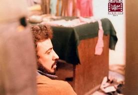 عکسی دیده نشده از علی حاتمی در پشت صحنه فیلم سوته دلان