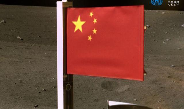 چین پرچم خود را روی کره ماه زد