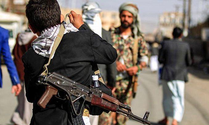 ستاد فرماندهی مرکزی آمریکا: یک کشتی حامل سلاحهای ایرانی برای حوثی های یمن را توقیف کردیم