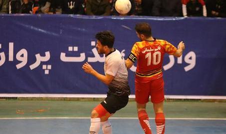 پیروزی ستارگان ورامین مقابل شهروند ساری در پلیآف لیگ برتر فوتسال