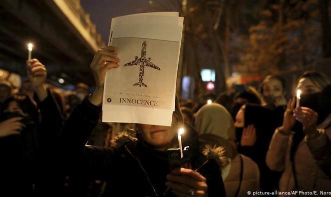 فشار پنج کشور بر ایران برای تحویل جعبه سیاه هواپیمای اوکراینی/ ظریف: تحویل نمیدهیم