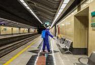 عملیات ضد عفونی کردن واگن های خط یک مترو اصفهان
