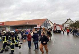 ۳۰ زخمی براثر حمله یک خودرو به مردم در حال عشق و حال در رژه کارناوالی در آلمان