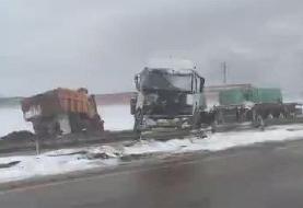 ۱۹ کشته و زخمی در تصادف زنجیرهای آزادراه قزوین - زنجان/ برف و کولاک آزادراه زنجان - قزوین را بست