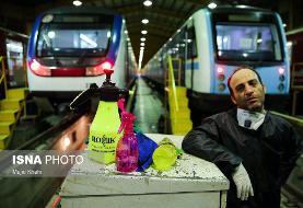 عکس/ضدعفونی و شست&#۸۲۰۴;وشوی واگن&#۸۲۰۴;های مترو و اتوبوس&#۸۲۰۴;های بی&#۸۲۰۴;آر تی در تهران