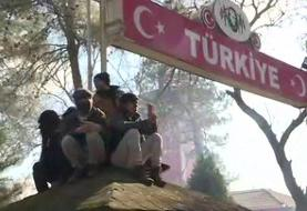 Syria war: Turkey says thousands of migrants have crossed to EU