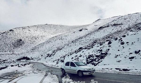 بارش برف و باران در جادههای ۱۶ استان: محور هراز تا اطلاع ثانوی مسدود شد