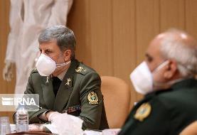 بازدید وزیر دفاع از کارخانه تولید ماسک و مواد ضد عفونی کننده