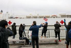 Photos show crowds of New Yorkers breaking social distancing rules and gawking at the USNS ...