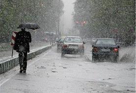 بارش برف و باران در جادههای ١١ استان کشور