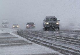 بارش برف و باران در محورهای ۱۴استان/ انسداد جاده هراز