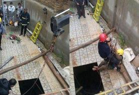 نجات پیرزن حدودا ۷۰ ساله از عمق چاه