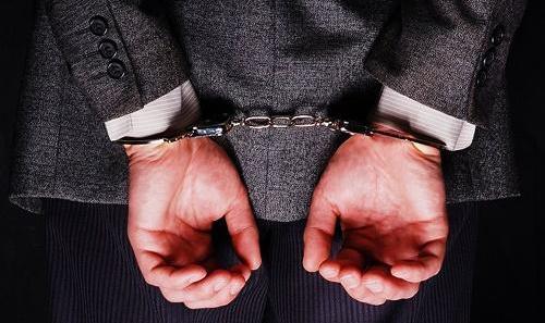 یک نماینده سابق دیگر هم امروز بازداشت میشود: همدست سلطان خودرو و همسرش بود + عکس