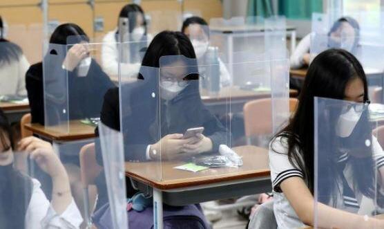 تصاویر: دانشآموزان کرهای اینگونه به مدارس بازگشتند!