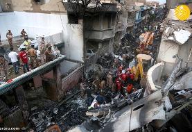 (تصاویر) سقوط هواپیمای مسافربری در منطقه مسکونی کراچی