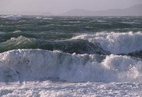 دریای مازندران در تعطیلات عیدفطر توفانی است | ارتفاع امواج به چهار متر خواهد رسید