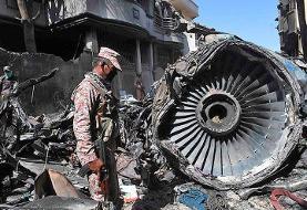 نقص فنی موتور یا اشتباه خلبان در نشاندن ایرباس پاکستانی با چرخهای بسته؟