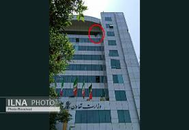 اقدام به خودکشی یکی از مراجعهکنندگان به وزارت کار/ دستور وزیر کار