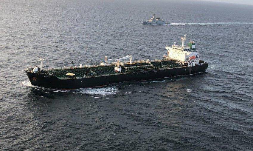 والاستریتژورنال: دو نفتکش حامل نفت ایران برای ونزوئلا تغییر مسیر دادند