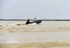 توقیف ۴ فروند قایق صیادی غیرمجاز در بندرلنگه