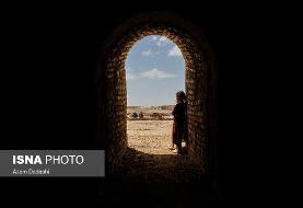 تصاویر دختران کورههای آجرپزی: شریفه دختر ۱۱ ساله افغان به همراه ۱۰ خواهر و برادر خود در این کوره مشغول به فعالیتاند