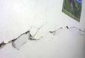 ترک خوردگی برخی منازل صالح آباد در پی زلزله ۵ ریشتری