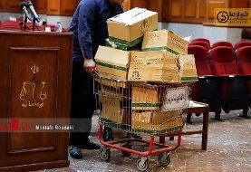 عکس | حجم عظیم پرونده اکبر طبری در دادگاه هفتم