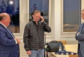عکس | وایت و هوک در هوای بارانی فرودگاه زوریخ | گفتگوی تلفنی با ترامپ
