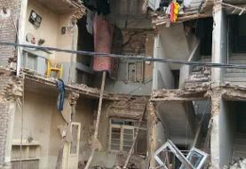 ریزش یک ساختمان قدیمی درخیابان قزوین/یک نفر جان خود را از دست داد