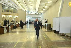(تصاویر) شرکت پوتین بدون ماسک در همهپرسی