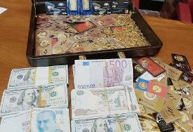 عکس   لحظه رونمایی کیف پر از سکههای طلا که از مدیران سابق بانک مرکزی کشف شد