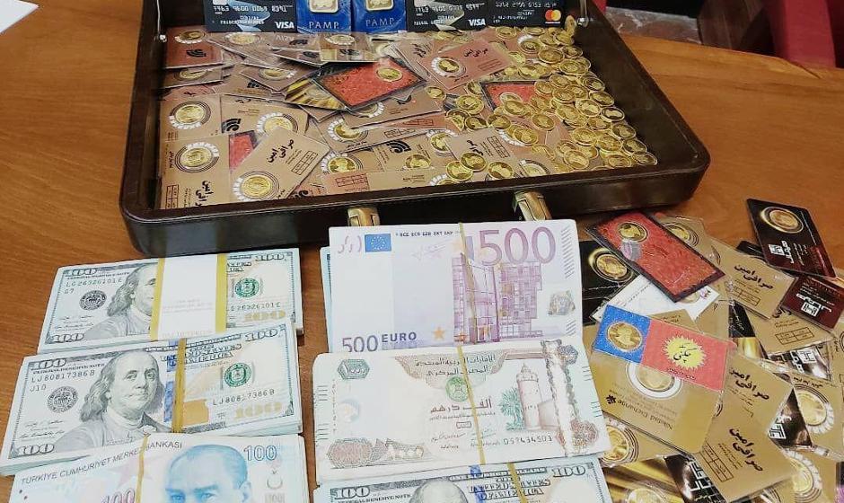 تصویر کیف رشوه مدیران سابق بانک مرکزی: پر از سکه و ارز