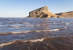 آب دریاچه ارومیه ۱۶ میلیون مترمکعب کاهش یافت