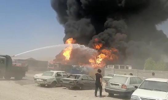 ادامه آتش سوزهای زنجیره ای یا عمدی در کشور: انفجار شش تریلی حامل سوخت در شهرک دولتآباد کرمانشاه