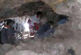 ویدئو و عکس: فاجعه دیگری در راه است؟ معدن زغال سنگ گیلان غرب فروریخت و کارگران حبس شدند