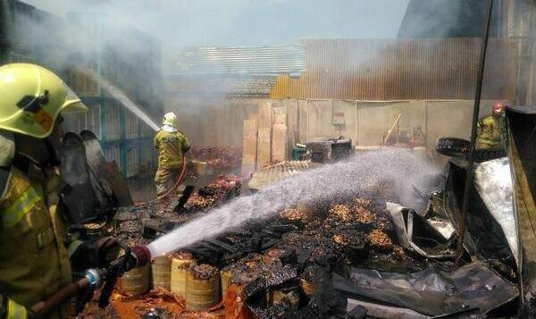 ادامه آتش سوزهای زنجیره ای یا عمدی در کشور:  انبار کالا در خیابان فداییان اسلام