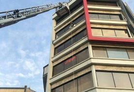 گرفتاری کارگر جوان روی نمای ساختمان پنجطبقه