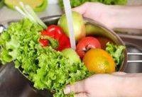 استفاده از مواد شوینده برای شست و شوی میوه و سبزیجات ممنوع