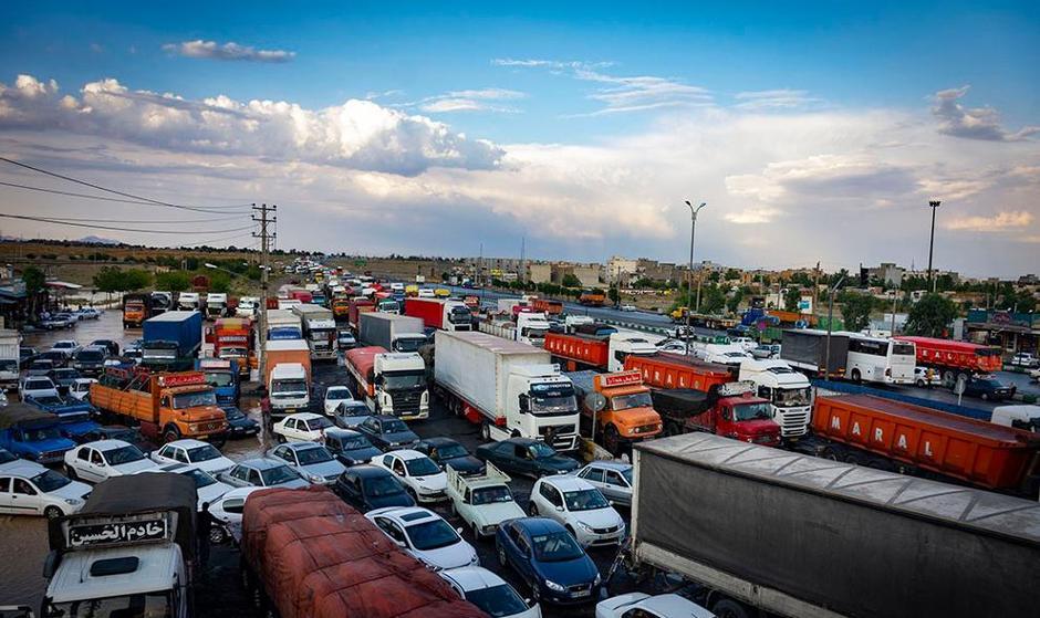 تصاویر گیر کردن خودروها در سیل جاده مشهد- تهران
