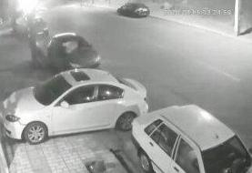 ویدئو | فرار ناکام سارقان مزدا ۳ با کوبیدن به خودروی پلیس
