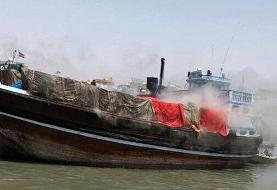 ببینید | آتش سوزی هولناک در موتور لنج باری در بندر گناوه