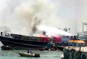 ادامه آتش سوزها و انفجارهای زنجیره ای در کشور: آتشسوزی لنج باری در بندر گناوه