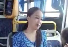ببینید | حمله دختر قزاق به راننده فقط به خاطر ماسک نزدن