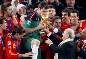 ایکر کاسیاس اسطوره فوتبال اسپانیا بازنشسته شد
