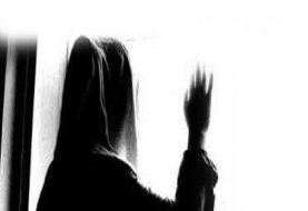 با مرد متشخصی ازدواج کرده ام اما پسری که مدتی با او دوست بودم، دارد زندگی ام را نابود می کند