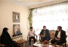 حضور دو نماینده مجلس در منزل «رضا مقدسی» به نمایندگی از رئیس مجلس
