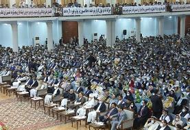رئیس جمهوری افغانستان فرمان رهایی ۴۰۰ زندانی طالبان را امضا میکند