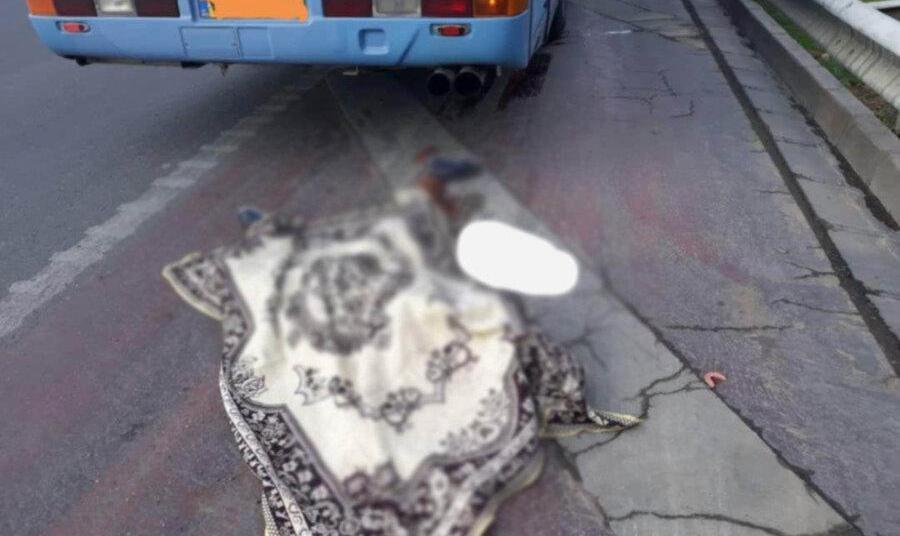 اتوبوس عابرانپیاده در بزرگراه بعثت را زیر گرفت: ۴ مصدوم و یک فوتی